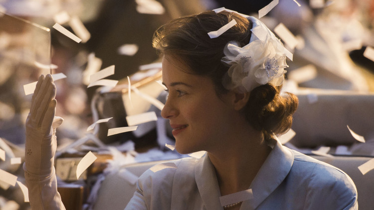 The Crown: Elisabetta II, bellezza senza tempo